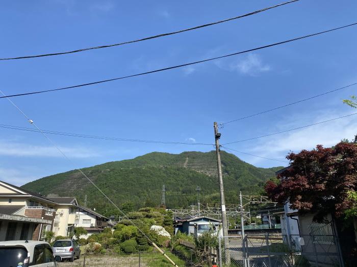 初狩駅から見た高川山