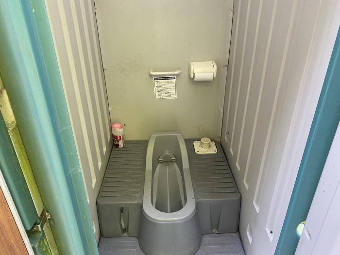 高川山トイレ中