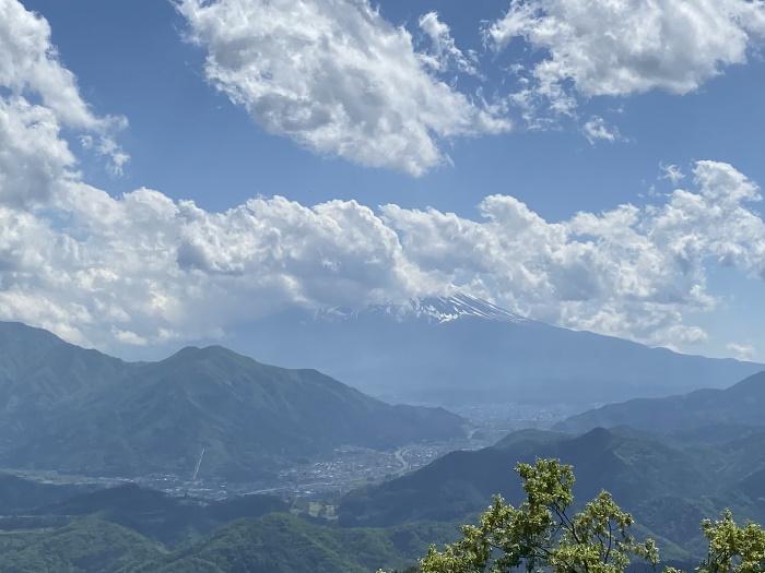 高川山の山頂から見た富士山